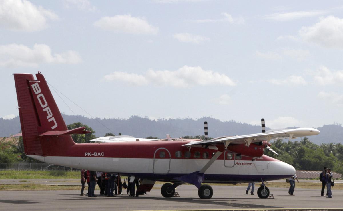 (Ilustrasi) Pesawat Air Born tiba di Bandara Nunukan, Kalimantan Utara, Kamis (24/2). Hari ini (23/3/2106), Presiden Jokowi akan meresmikan Terminal Baru Bandar Udara Juwata ANTARA FOTO/M.Rusman