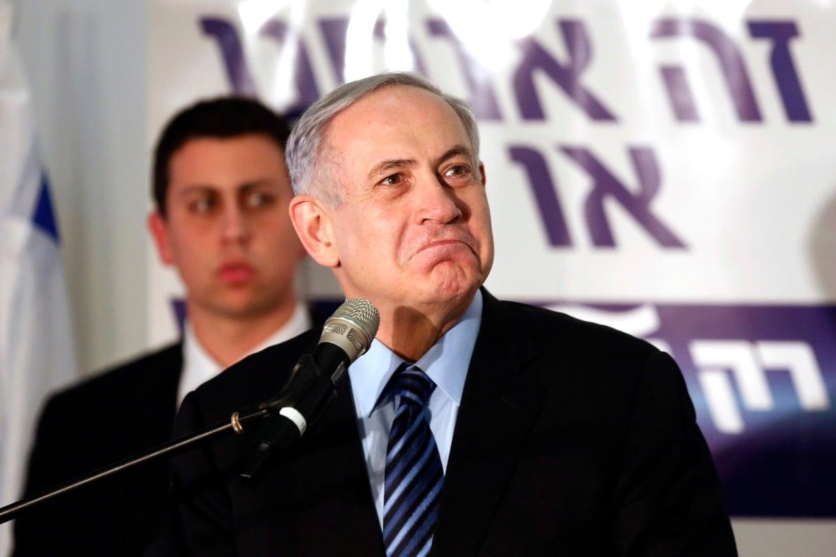 (Ilustrasi) Perdana Menteri Israel Benjamin Netanyahu berhenti sementara ia berbicara kepada pendukung partai Likud saat ia kampanye di pemukiman Tepi Barat Yahudi Maale Adumim, dekat Yerusalem 25 Februari 2015.ANTARA FOTO/REUTERS / Nir Elias