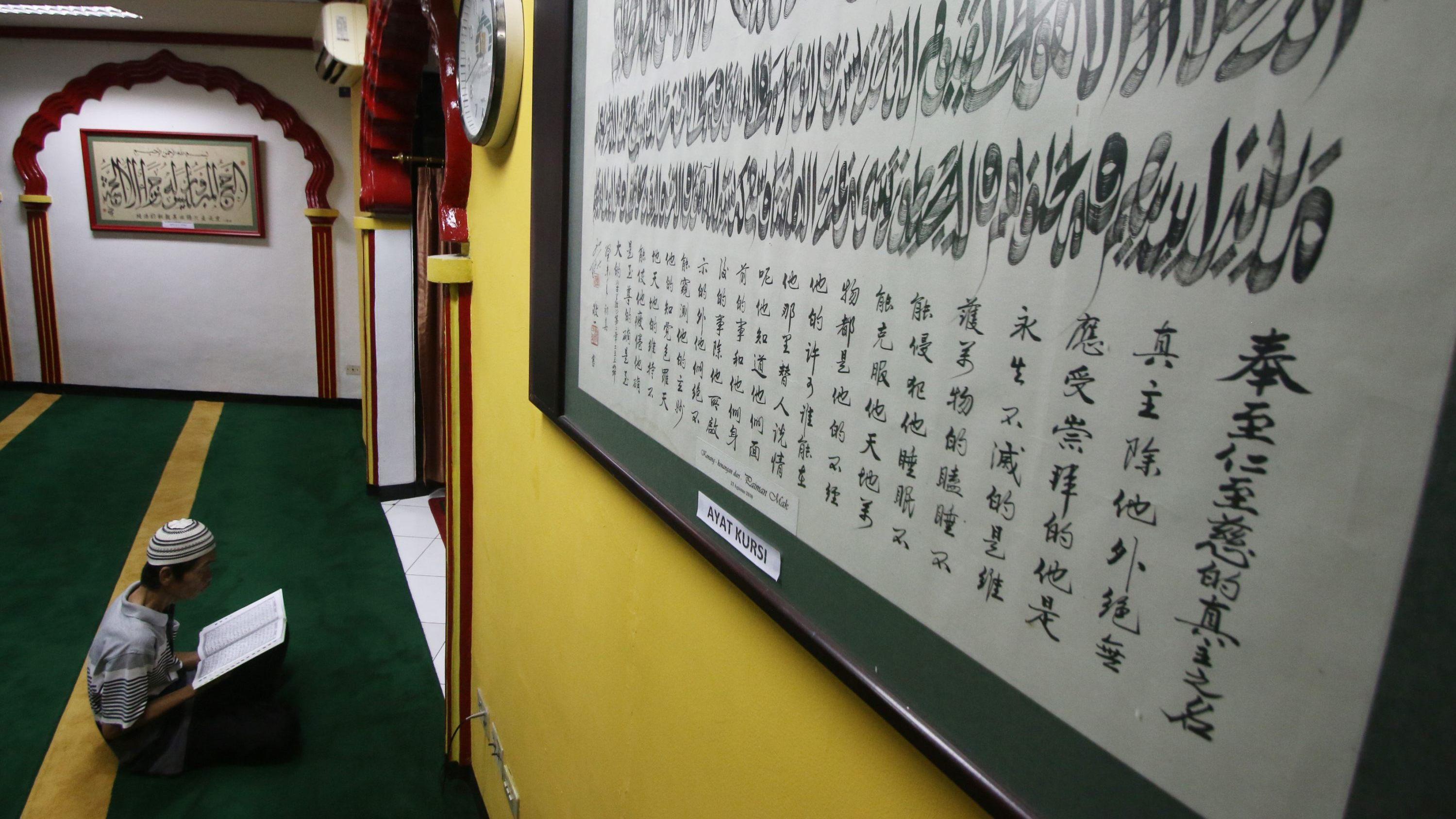 Muslim Cina di Masjid Lautze Rayakan Imlek dengan Silaturahmi