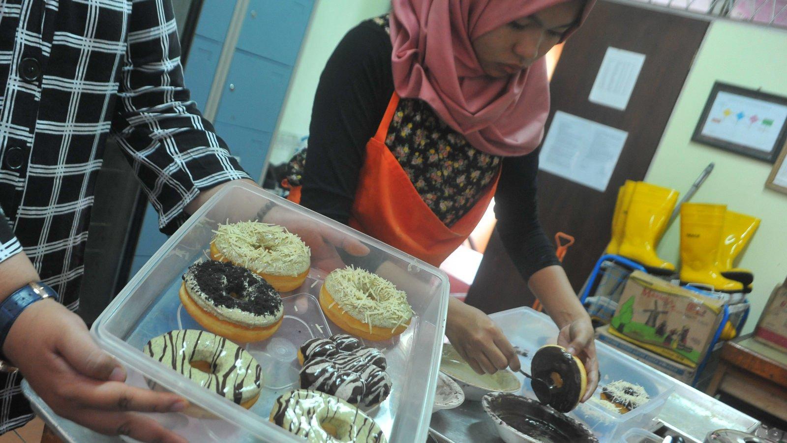 Cara Membuat Kue Donat Dengan Biaya Hanya Rp10 000 Tirto Id