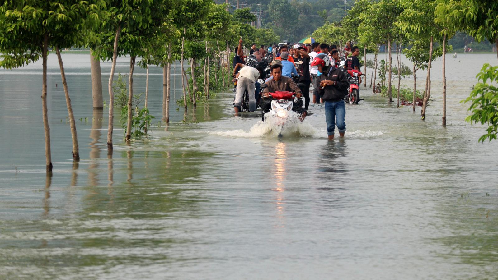 Banjir Bengawan Solo Sebabkan Seribu Orang Mengungsi