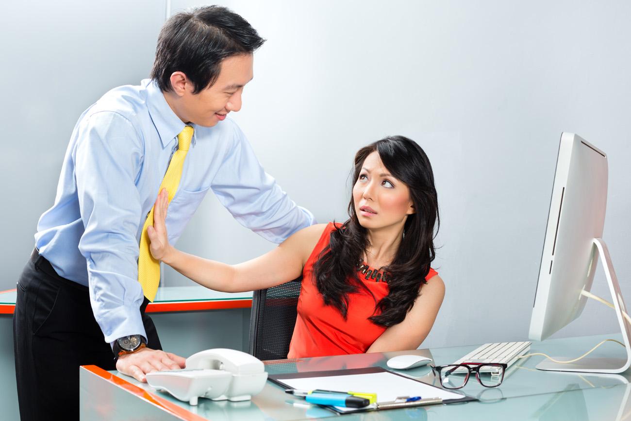 Cara-Cara Mematikan Mempermalukan Perempuan. Ilustrasi pelecehan seksual  terhadap wanita di kantor. 2836acf0a2