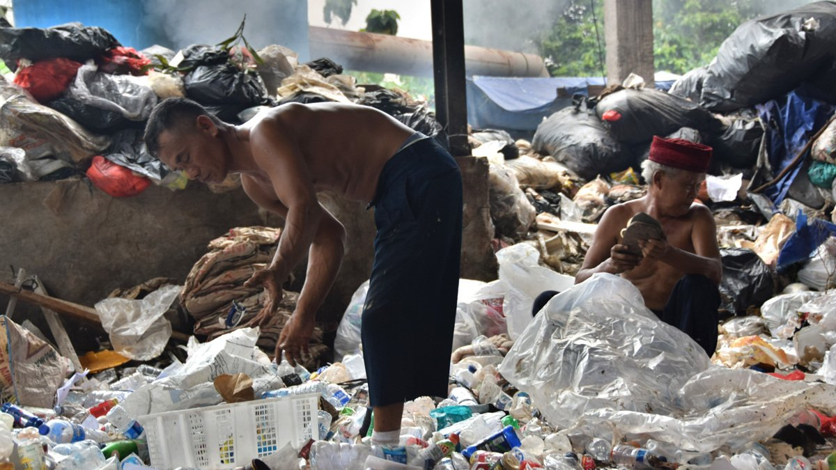 Djarot Usulkan Sisa Pengolahan Sampah Jadi Bahan Aspal