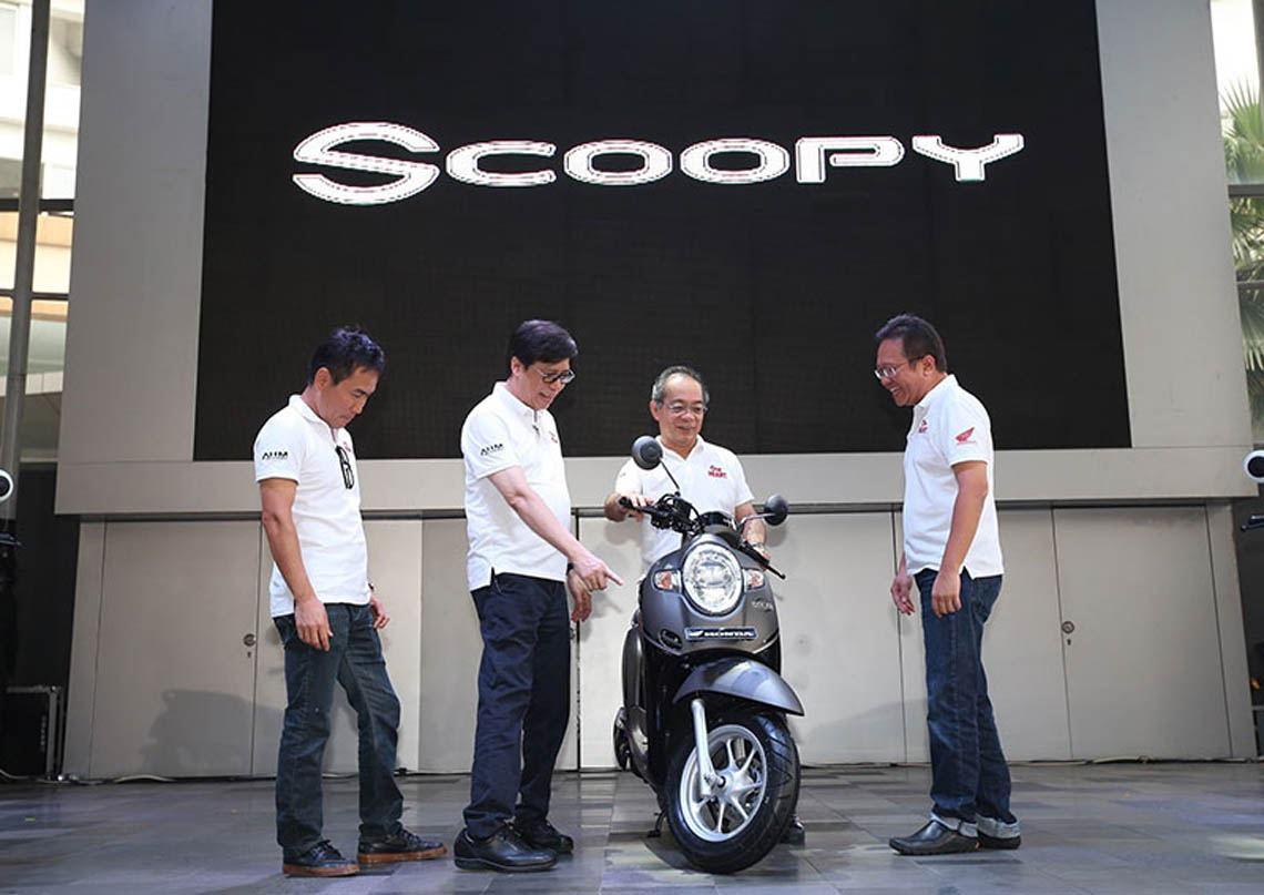 Perbedaan Gaya Scoopy Lama Dengan All New Honda Scoopy 2017 Tirto Id