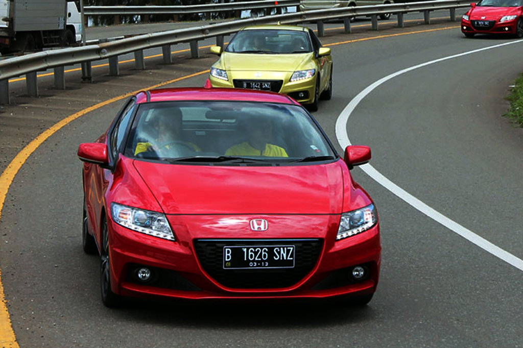 Mobil Hibrida Antara Ada dan Tiada