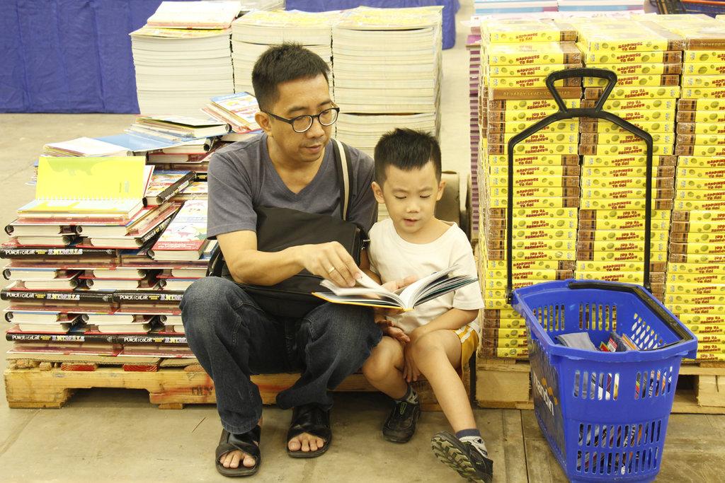 Orang yang Gemar Baca Buku Punya Sifat Lebih Ramah