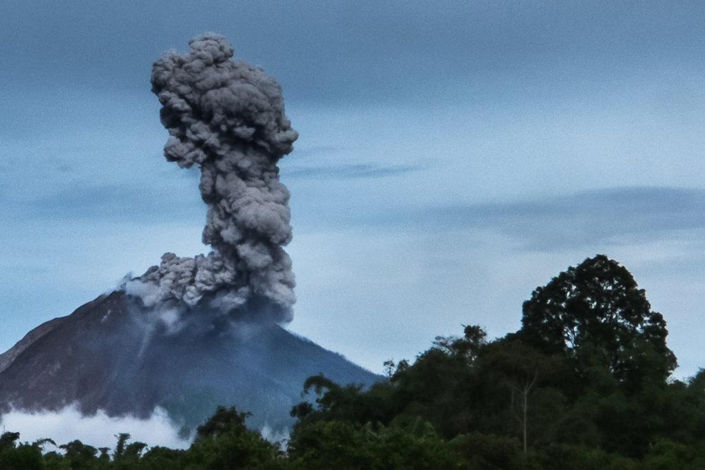 Gunung Sinabung Kembali Meletus & Semburkan Abu Hingga 4 Km