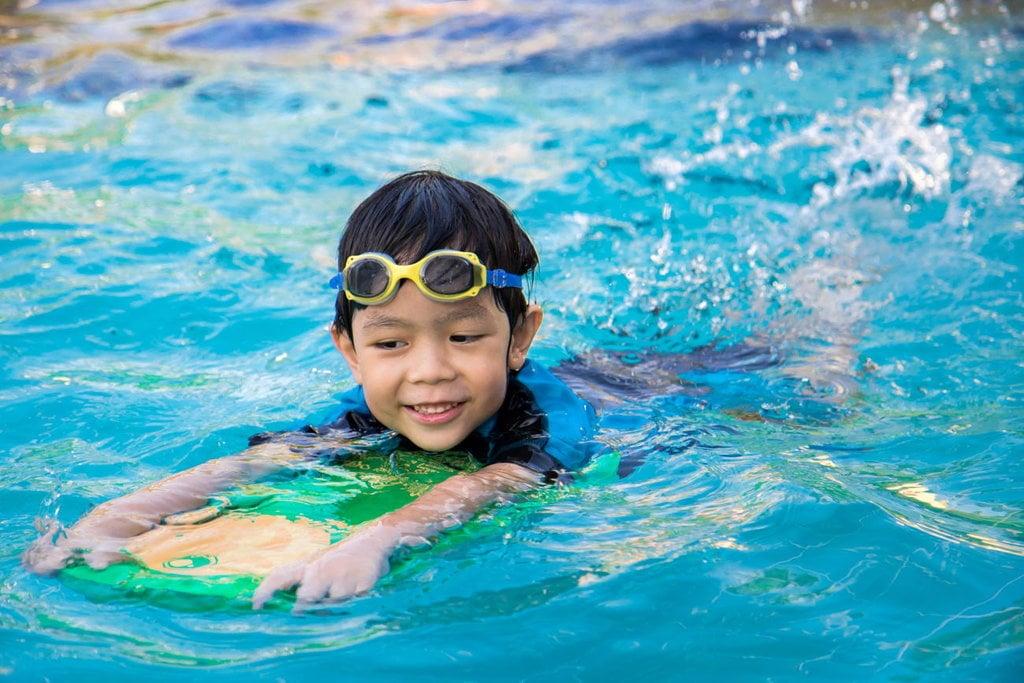 Belajar Berenang Sebelum Mati Tenggelam