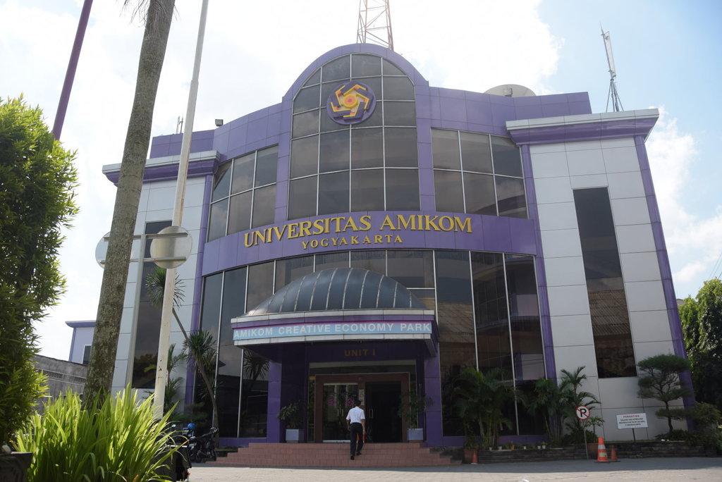 Upaya Kampus Kecil di Yogya Menggaet Calon Mahasiswa - Tirto.ID