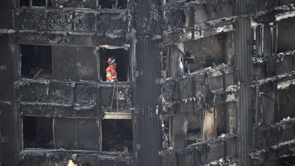 Korban Tewas Kebakaran Apartemen di London Capai 79 Jiwa