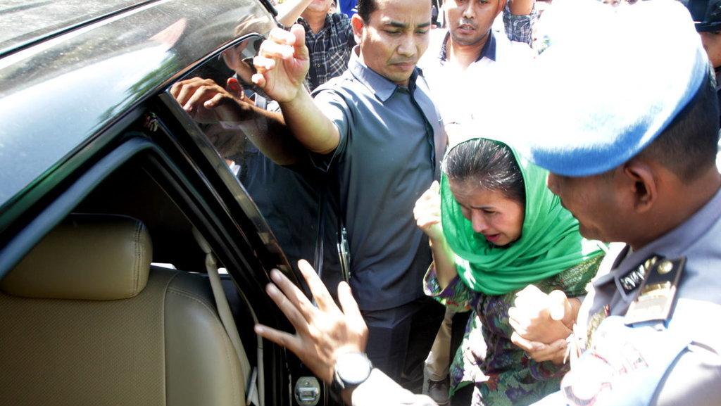 Istri Gubernur Bengkulu Ditangkap KPK Bersama Kontraktor