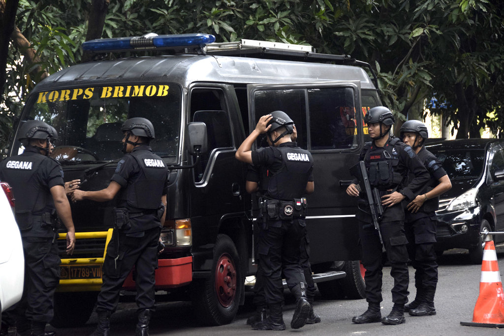 Imlek 2018: Tim Gegana Sterilisasi Vihara dan Klenteng di Mataram