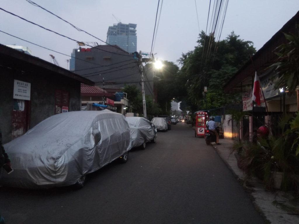 Sosialisasi Belum Mempan, Mobil Masih Parkir Sembarangan