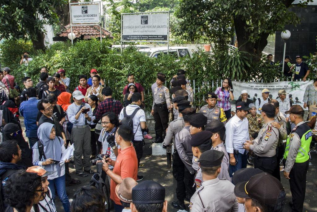Catatan Polri Menggerebek Aktivitas Politik di LBH Jakarta