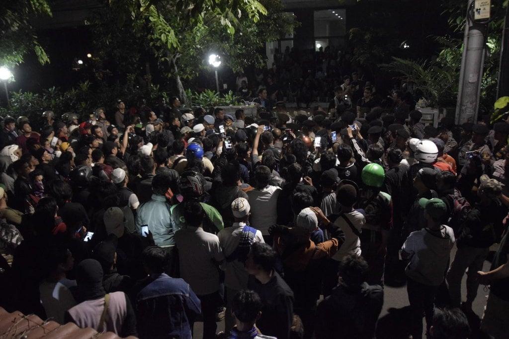 Datang ke LBH Jakarta, Kapolda Tenangkan Massa Pendemo