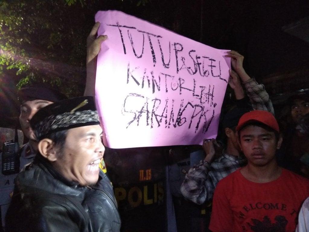 Ada Massa Pendemo, Akses ke LBH Jakarta Ditutup