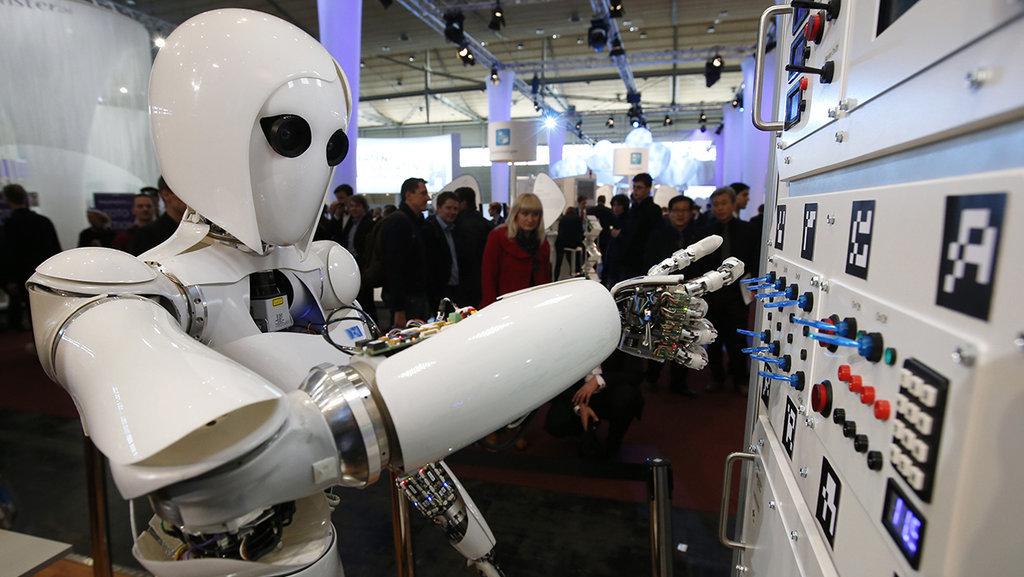Hasil gambar untuk robot pekerja