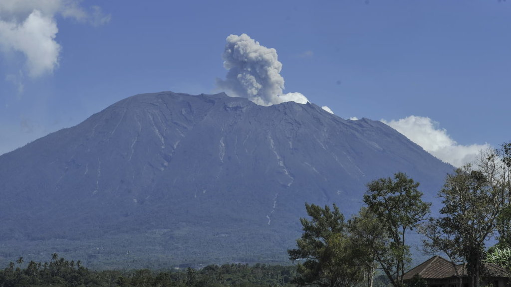 Status Gunung Agung Awas, BNPB Sebut Bali Masih Tetap Aman