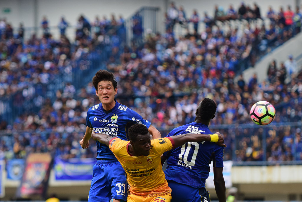 Hasil Persib vs Arema FC Skor Babak Pertama 1-0 - Tirto.ID