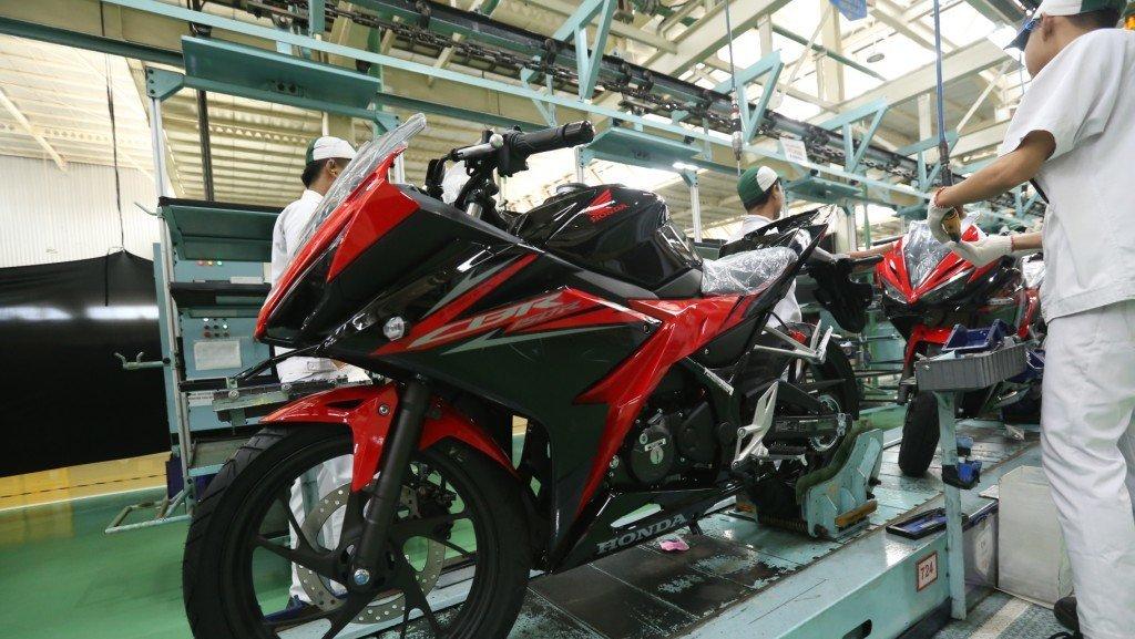 Harga Dan Spesifikasi New Honda Cbr150r Matte Black Victory Tirto Id
