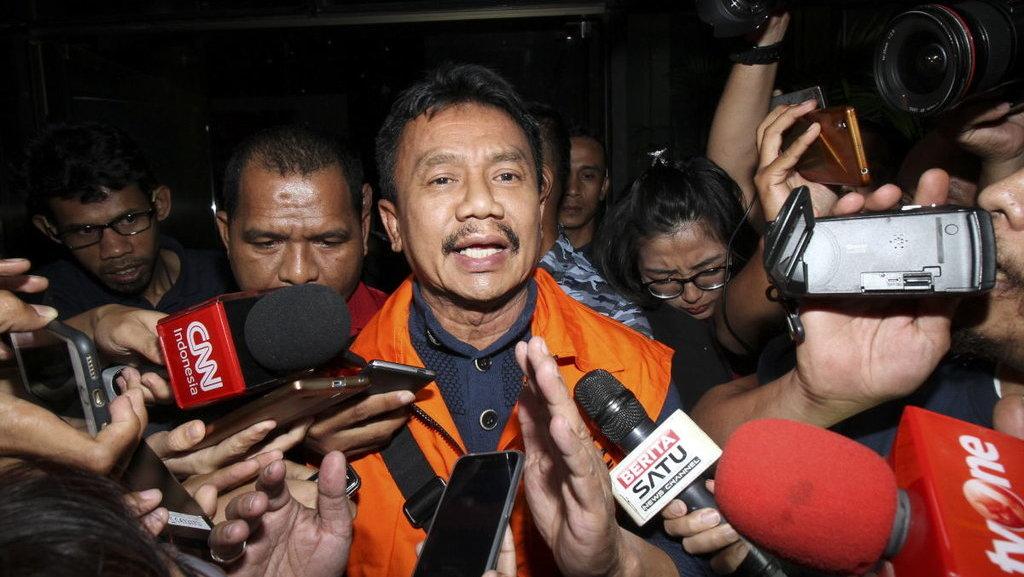 Kenakan Rompi Oranye Tahanan KPK, Bupati Jombang Siap Mundur