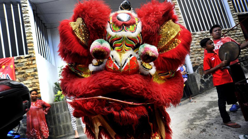 Perayaan Imlek di Bandung Dimeriahkan Barongsai dan Parade Satwa