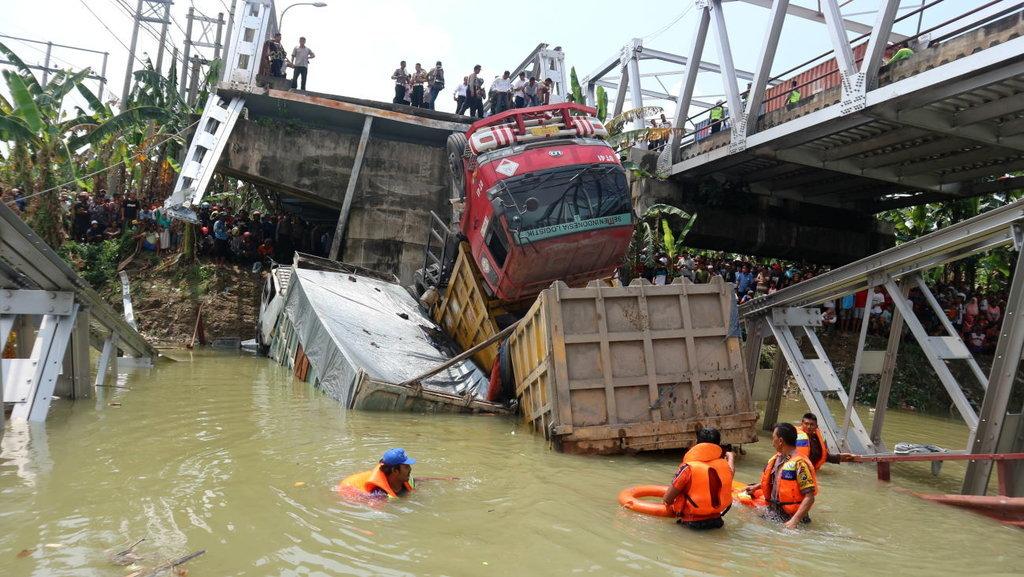 Ironi Di Balik Ambruknya Jembatan Widang Di Jawa Timur Tirto Id