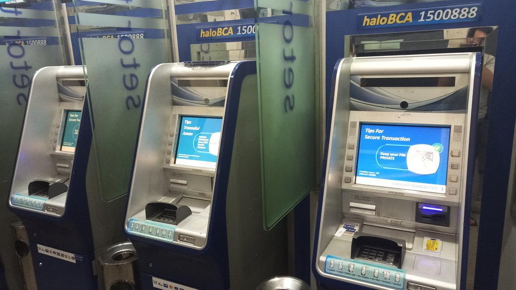 Jadwal Operasional Bank Saat Libur Natal 2019 Mandiri Bca Bni Tirto Id