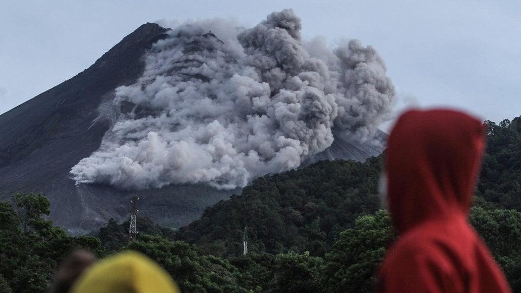 Daftar Gunung Erupsi Selama Januari 2021 Merapi Semeru Sinabung Tirto Id
