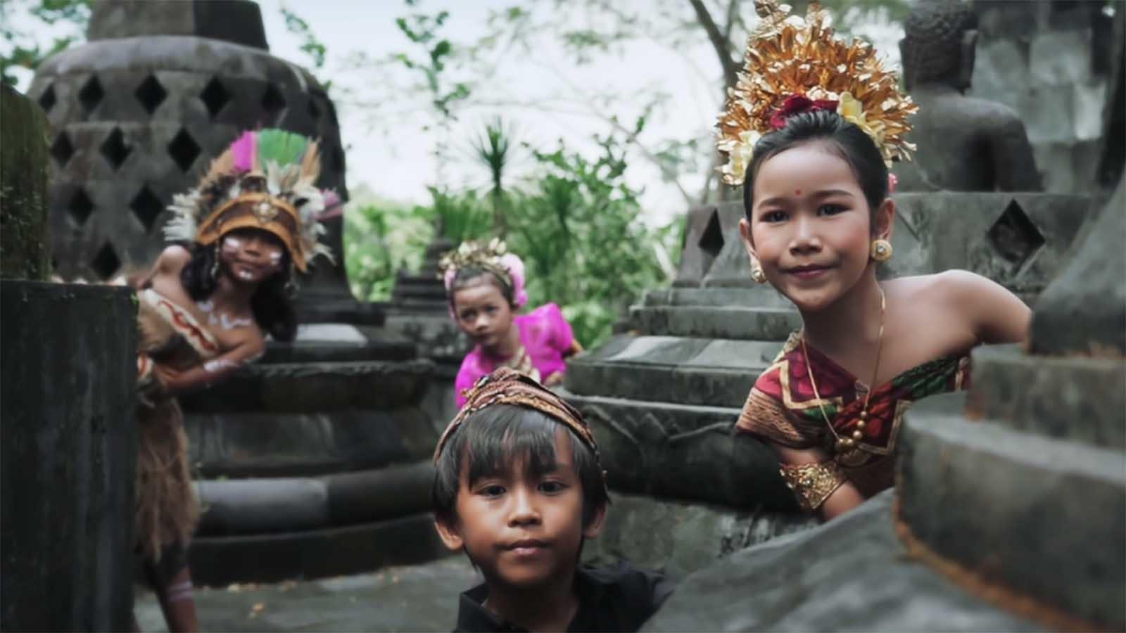 Salah Satu Orang Gila Indonesia:  Alffy Rev dengan Wonderland Indonesia-nya