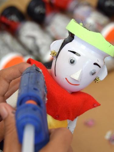 Kerajinan Boneka Ondel Ondel Mini Dari Barang Bekas