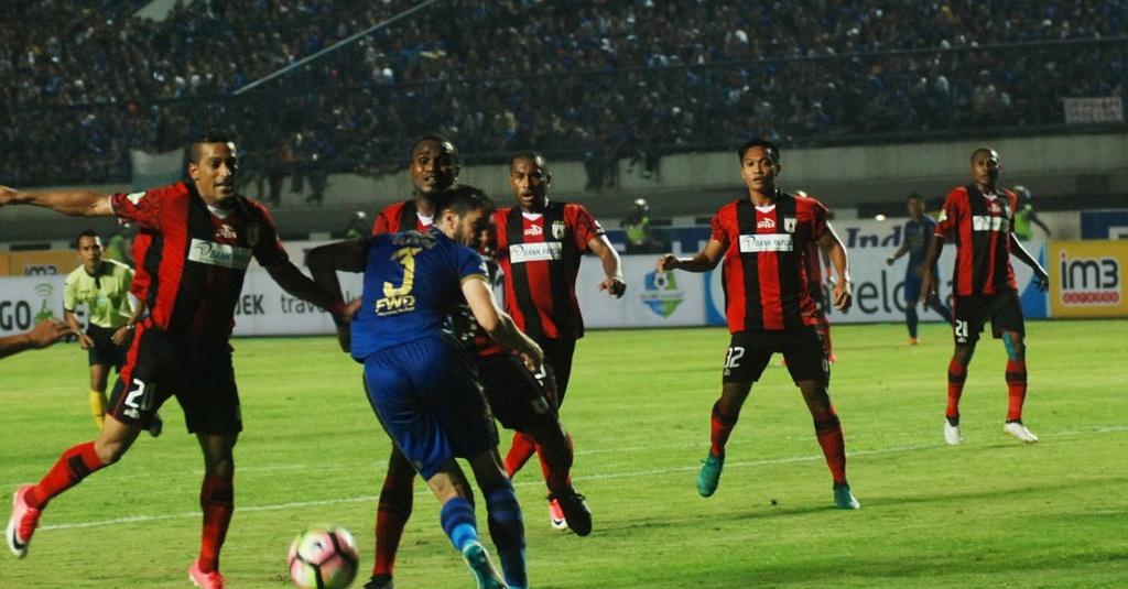 Hasil Akhir Persipura vs Persib Skor 0-0 - Tirto.ID