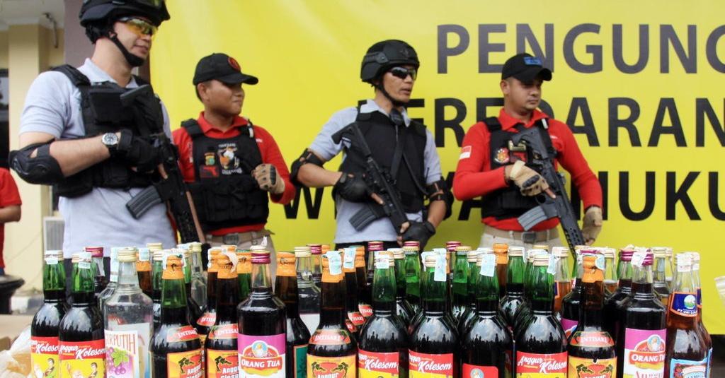 Polres Tangerang Selatan Musnahkan Ribuan Botol Miras Oplosan Tirto Id