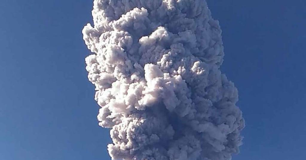 Abu Vulkanik Letusan Gunung Merapi Mengarah ke Selatan ...