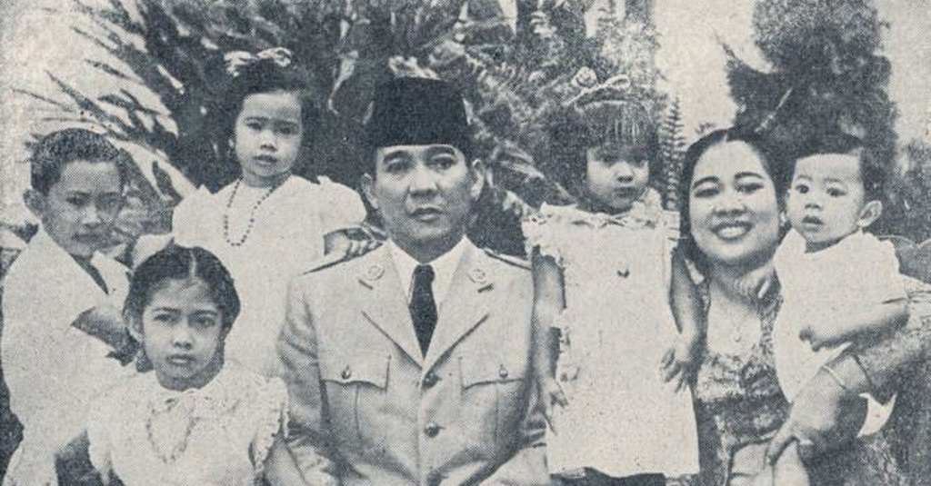 presiden soekarno bersama anak dan istri  1  istimewa