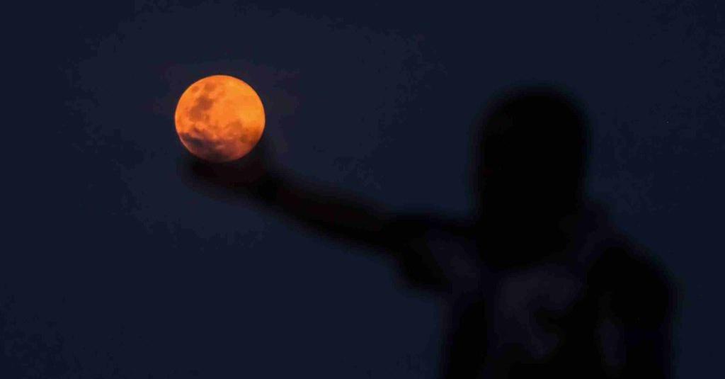 Mengenal Supermoon Crow Moon yang Muncul Nanti Mal