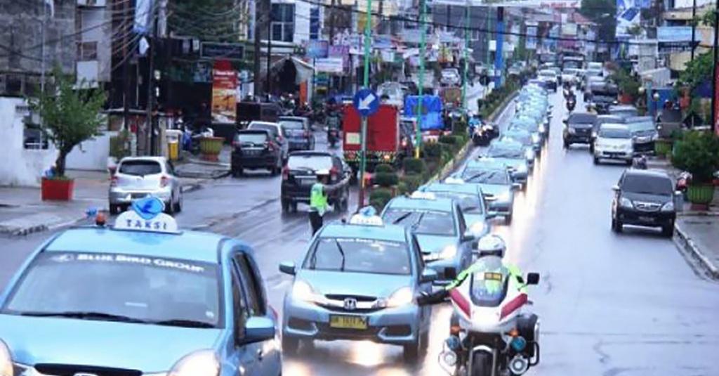 Mobil Listrik Jurus Blue Bird Bertahan Di Era Taksi Online