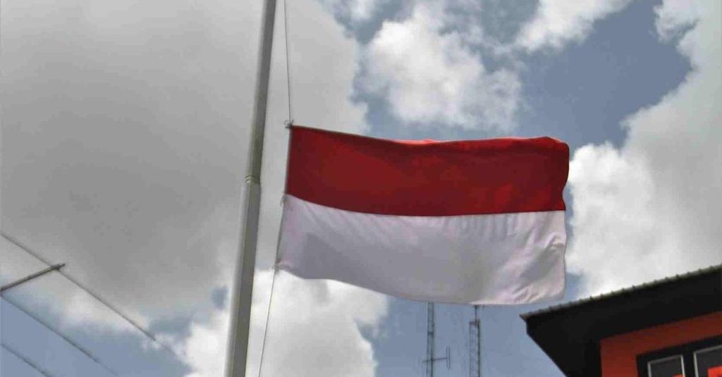 Arti Bendera Setengah Tiang Yang Dikibarkan 1 Oktober Sejarahnya Tirto Id