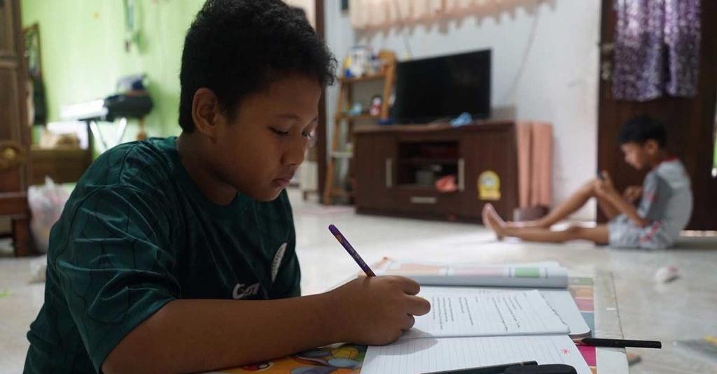 Cara Membantu Anak Fokus Belajar Di Rumah Terkait Corona Tirto Id