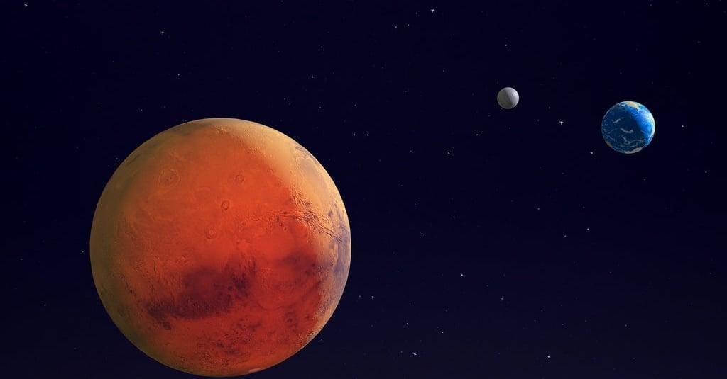 April: Konjungsi Tripel Saturnus, Supermoon, & Hujan Meteor Lyrid