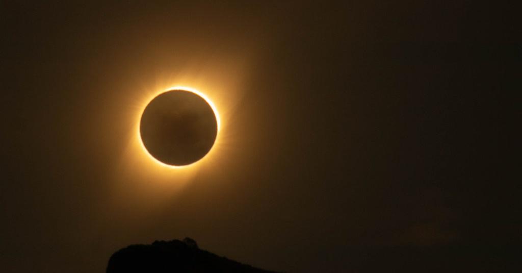 Bagaimana Proses Terjadinya Gerhana Matahari, Jenis & Pengaruhnya?