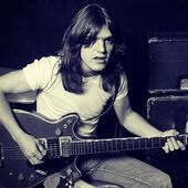 Malcolm Young, Sang Tulang Punggung AC/DC