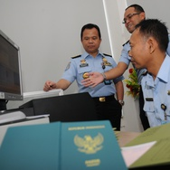 Di Balik Perubahan Warna Paspor Indonesia