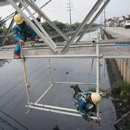 Pipa Gas di Proyek LRT MT Haryono Bocor, Warga Diimbau Hati-hati