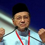 Tentang Tuduhan Mahathir Bahwa Bugis adalah Bajak Laut