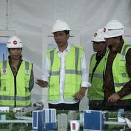 Jokowi Tinjau Perkembangan Proyek LRT