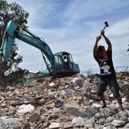 Mencari Puing yang Tersisa di Bukit Duri