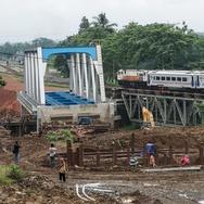 Jalur Kereta Api Cirebon ke Purwokerto dan Tegal Lumpuh Total