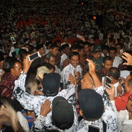 Gaji 8.000 Guru Tertunda Karena Alih Kelola ke Provinsi
