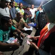 Penyaluran Uang Bantuan Pengungsi Gempa